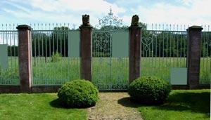 Plaques sur clôture
