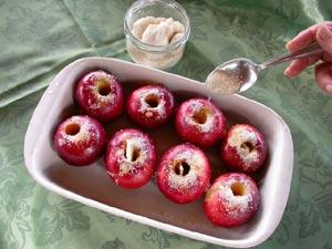 on sucre les pommes dans le plat