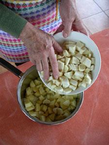 découpe des légumes en dés