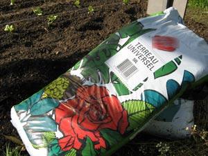 Choisir un terreau pour le jardin : la composition