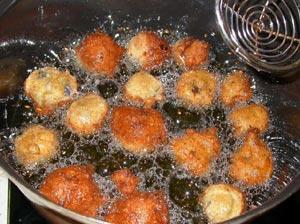 Beignets plongés dans l'huile
