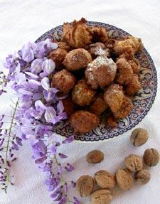 Pets de nonne aux fleurs de glycine et aux noix