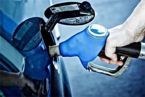 Remplissage d'un réservoir de voiture