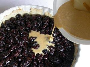 Versement du mélange sur les fruits
