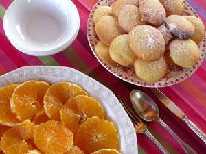 Salade d'oranges et sa farandole de petits biscuits