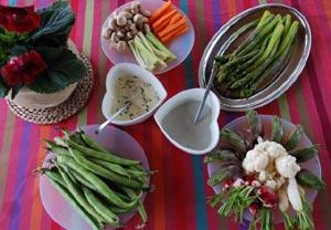Buffet de légume dressé sur la nappe