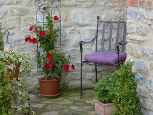Petite chaise de jardin en fer forgé