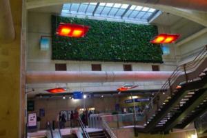 Transilien SNCF inaugure un mur végétal dépolluant à la gare Magenta