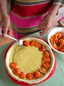 Disposition des abricots sur la pâte