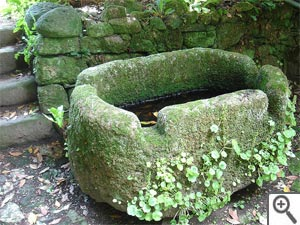 Abreuvoir en pierre