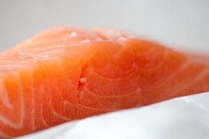 Le saumon, aliment très chargé en résidus chimiques.