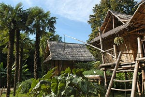 Bambouseraie d'Anduze : village laotien