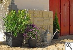 Récupérateur d'eau aspect mur