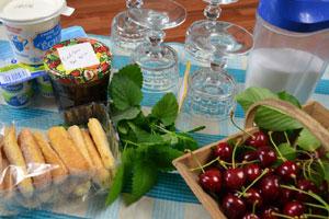 Verrines compotée de cerises et petits suisses