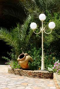 Lampes de jardin : ombre et lumière