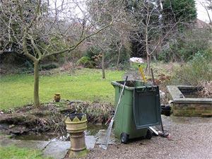 Vidange du bassin : poubelle pour les déchets