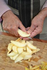Couper les poires en lamelles