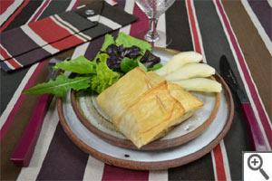 Surprise aux poires et au livarot : servie à table