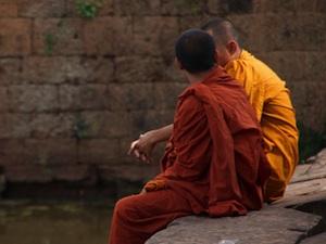Moines bouddhistes - Tunique jaune safran