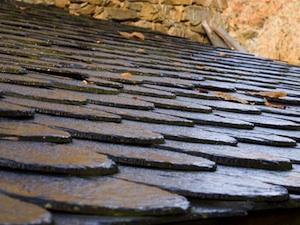 Utilisation de l 39 ardoise au jardin for Comment nettoyer un toit en ardoise