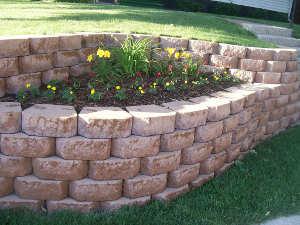 Muret en blocs de pierre reconstituée