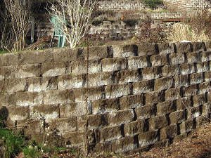 Jardiner en terrasses - Mur soutenement pierre ...