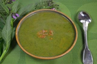 Assiette de potage aux herbes