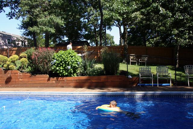 amnagement autour d une piscine hors sol habillage de la piscine hors sol par un voile en. Black Bedroom Furniture Sets. Home Design Ideas