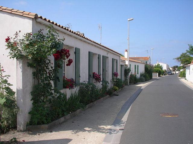 Planter et semer dans la rue devant la maison - Amenager parterre devant maison ...