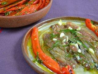 Poivrons grillés et filets de sardines marinés