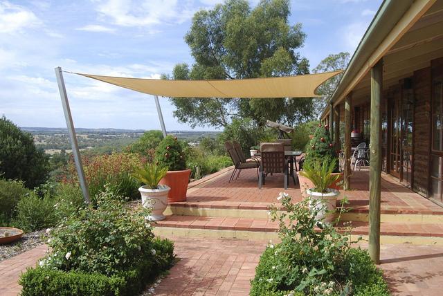 Voile d 39 ombrage utilisation et installation - Toile d ombrage terrasse ...
