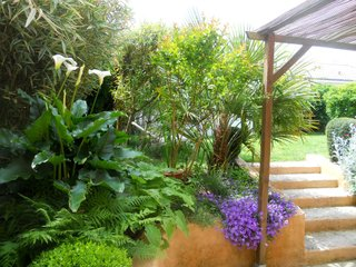 Perspective de la terrasse en direction du jardin.