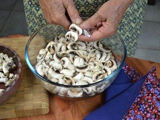 Préparation des champignons / I.G.