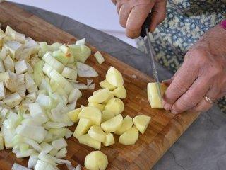 Découpe des légumes en cubes / I.G.