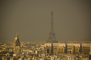 Pollution atmosphérique - Paris  / Olya Sanakoev