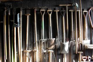 Connaître les outils pour travailler le sol