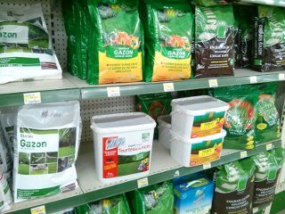 Engrais gazon en jardinerie