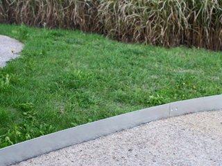 bordures de jardin d coratives en acier une innovation. Black Bedroom Furniture Sets. Home Design Ideas