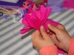 Formation de la fleur par enroulement du papier