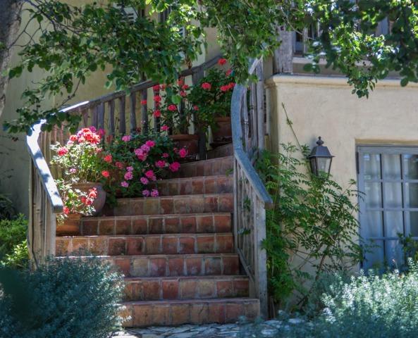 Fleurissement d'un escalier : dessus, autour