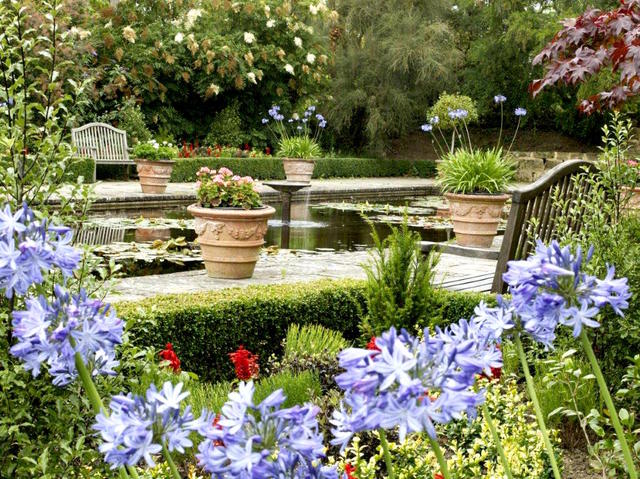 Bassin et pot es fleuries un jardin l 39 italienne for Jardin italien