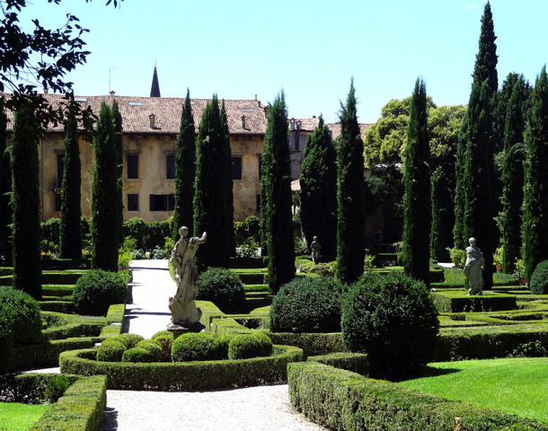 Jardin italien tout - Cypres d italie totem ...