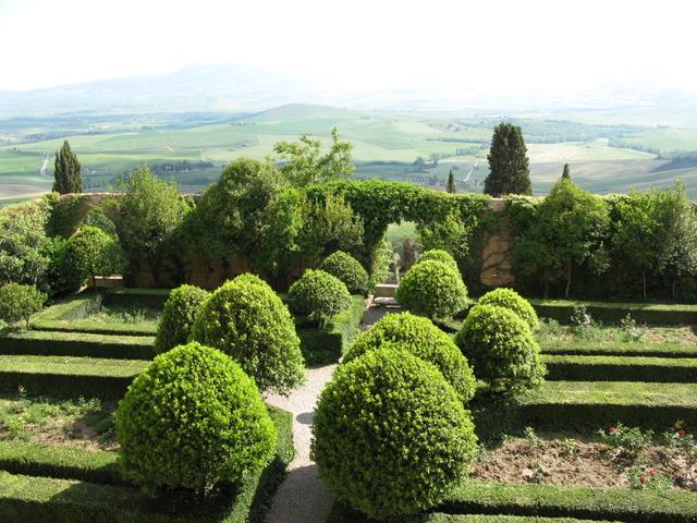 Cypr s et bordures de buis un jardin l 39 italienne for Jardin italien