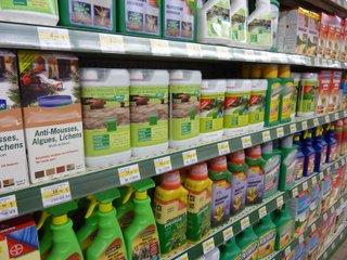 Produits phyto-sanitaires pour le jardin / X.G.