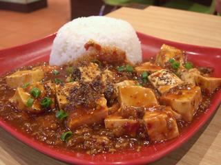 Plat de tofu (soja) en sauce accompagné de riz