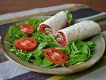 Rouleaux au jambon et salade de légumes râpés