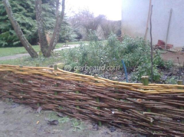 bordure de jardin en noisetier tress
