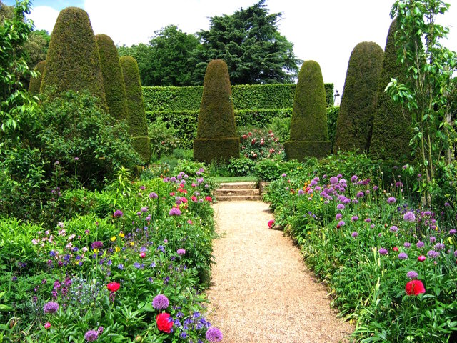 Topiaires dans un jardin anglais jardins anglais for Haie jardin anglais