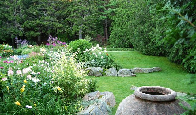 Gazon impeccable d 39 un jardin anglais jardins anglais for Jardin anglais guingamp