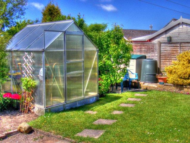 Une serre de jardin comment am nager une serre de jardin - Fabriquer sa serre de jardin ...